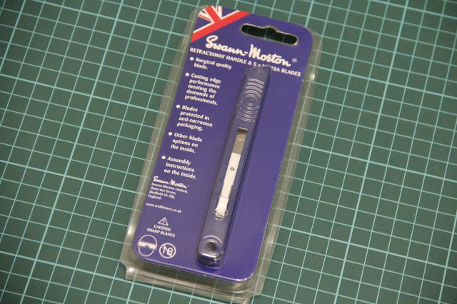DetailScaleView review of Swann-Morton Retractaway Premium Blue